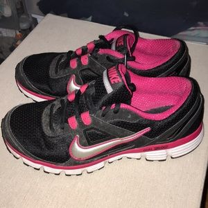 Nike Dual Fusionst Black and Pink Sneakers